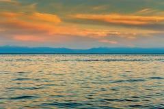 Θερινό τοπίο με μια άποψη της λίμνης Baikal από Listvyanka vill Στοκ φωτογραφία με δικαίωμα ελεύθερης χρήσης