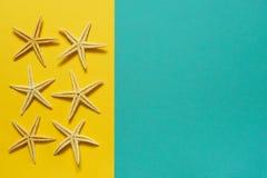 Θερινό υπόβαθρο του κίτρινου και μπλε εγγράφου με τον αστερία, σύμβολο Στοκ Εικόνα