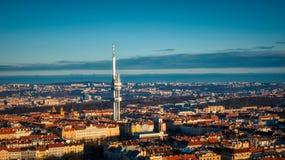 Θερινό φως πύργων TV άποψης της Πράγας εναέριο στοκ εικόνα με δικαίωμα ελεύθερης χρήσης