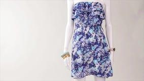 Θερινό φόρεμα στον αέρα απόθεμα βίντεο