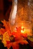 Θερμή πυράκτωση κεριών των επιτραπέζιων διακοσμήσεων ημέρας των ευχαριστιών στοκ εικόνα με δικαίωμα ελεύθερης χρήσης