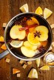 Θερμαμένος μηλίτης σε ένα δοχείο Στοκ Εικόνα