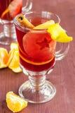 Θερμαμένο κρασί με την κανέλα και τα φρούτα Στοκ φωτογραφίες με δικαίωμα ελεύθερης χρήσης