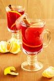 Θερμαμένο κρασί με την κανέλα και τα φρούτα Στοκ Εικόνα