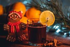 Θερμαμένο κρασί στο χρόνο Χριστουγέννων Στοκ Φωτογραφίες