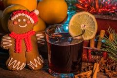 Θερμαμένο κρασί στο χρόνο Χριστουγέννων Στοκ Εικόνες