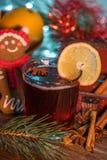 Θερμαμένο κρασί στο χρόνο Χριστουγέννων στοκ εικόνες με δικαίωμα ελεύθερης χρήσης