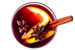 Θερμαμένο Χριστούγεννα κρασί που απομονώνεται στο άσπρο υπόβαθρο Κόκκινος - καυτός κερδίστε στοκ εικόνες