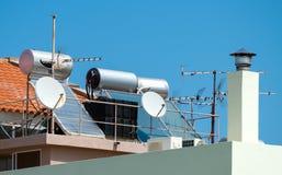 θερμαντικό ύδωρ ηλιακών σ&upsilo Στοκ εικόνες με δικαίωμα ελεύθερης χρήσης