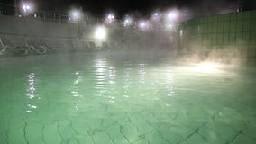 Θερμική λίμνη τη νύχτα απόθεμα βίντεο