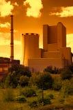 Θερμικός σταθμός παραγωγής ηλεκτρικού ρεύματος στη Δημοκρατία της Τσεχίας στο ηλιοβασίλεμα Στοκ φωτογραφία με δικαίωμα ελεύθερης χρήσης