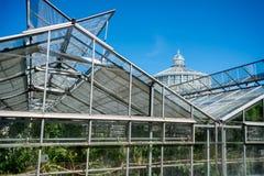 θερμοκήπια και σπίτι φοινικών στο βοτανικό κήπο στοκ εικόνα