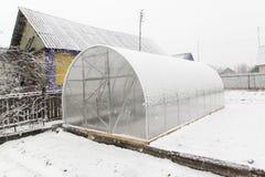 Θερμοκήπιο και χιόνι Στοκ φωτογραφία με δικαίωμα ελεύθερης χρήσης