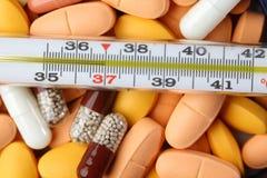 θερμόμετρο φαρμάκων Στοκ φωτογραφία με δικαίωμα ελεύθερης χρήσης