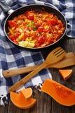 Θερμός ανακατώστε την ασιατική σαλάτα κολοκύθας τηγανητών Στοκ Εικόνα