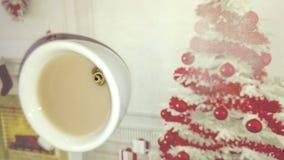 Θερμό γάλα με τα ραβδιά κανέλας Στοκ εικόνες με δικαίωμα ελεύθερης χρήσης
