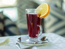 Θερμό κόκκινο ποτό Στοκ εικόνα με δικαίωμα ελεύθερης χρήσης