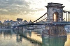 Θερμό φως πέρα από τη γέφυρα αλυσίδων στοκ φωτογραφία με δικαίωμα ελεύθερης χρήσης