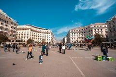 10 03 2018 Θεσσαλονίκη, Ελλάδα - άνθρωποι που περπατούν σε Aristotelous Στοκ φωτογραφίες με δικαίωμα ελεύθερης χρήσης