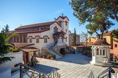 10 03 2018 Θεσσαλονίκη, Ελλάδα - η εκκλησία είναι κρυμμένη μεταξύ Στοκ φωτογραφίες με δικαίωμα ελεύθερης χρήσης