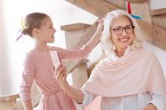 Θετική ηλικίας γυναίκα που παίρνει μια φωτογραφία Στοκ φωτογραφία με δικαίωμα ελεύθερης χρήσης