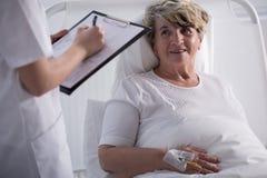 Θετικός ασθενής νοσοκομείου Στοκ εικόνες με δικαίωμα ελεύθερης χρήσης