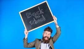 Θετικό παραμονής Ο δάσκαλος με η τρίχα εύθυμη για την αρχή σχολικού έτους Συνεχίστε και να είστε καλός στους ανθρώπους στοκ εικόνες