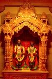 Θεότητες Vitthal Rukmini Shree σε BAPS Shri Swaminarayan Mandir Pune στοκ εικόνα