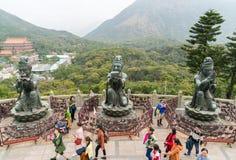 Θηλυκά αγάλματα Po Lin στο μοναστήρι στοκ φωτογραφία με δικαίωμα ελεύθερης χρήσης