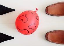 θηλυκά αρσενικά παπούτσι& Στοκ φωτογραφίες με δικαίωμα ελεύθερης χρήσης