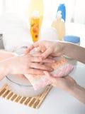 θηλυκά χέρια Στοκ εικόνες με δικαίωμα ελεύθερης χρήσης