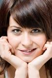 θηλυκές χαμογελώντας ν&epsi Στοκ Εικόνες