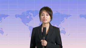 Θηλυκή άγκυρα ειδήσεων στο στούντιο φιλμ μικρού μήκους