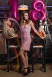 Θηλυκή γιορτή γενεθλίων 18 στη λέσχη νύχτας Στοκ Φωτογραφίες