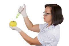 Θηλυκή εκμετάλλευση η φρέσκια πράσινη Apple Bein γιατρών επιστημόνων διαιτολόγων Στοκ Εικόνα