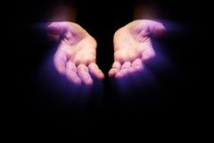 θηλυκή ζεστασιά χεριών Στοκ εικόνα με δικαίωμα ελεύθερης χρήσης