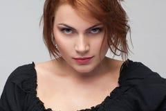 Θηλυκή ζηλοτυπία Η επικίνδυνη γυναίκα κοιτάζει στοκ φωτογραφία με δικαίωμα ελεύθερης χρήσης