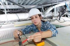 Θηλυκοί ανώτατοι λαμπτήρες βαθμολόγησης ηλεκτρολόγων στοκ φωτογραφία