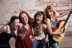 θηλυκοί μουσικοί στοκ εικόνα
