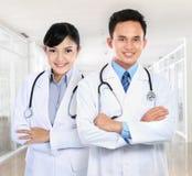 θηλυκός αρσενικός ιατρικός γιατρών Στοκ Εικόνες