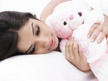 θηλυκός αυτή ύπνος teddy Στοκ φωτογραφίες με δικαίωμα ελεύθερης χρήσης