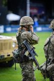 Θηλυκός βρετανικός στρατιώτης στρατού στοκ φωτογραφία