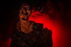 Θηλυκός δαίμονας Ερχομός δαιμόνων Slhouette του αριθμού διαβόλων ή τεράτων για ένα υπόβαθρο της πυρκαγιάς Στοκ Εικόνες