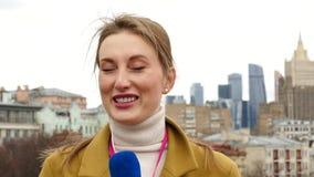 Θηλυκός δημοσιογράφος TV φιλμ μικρού μήκους