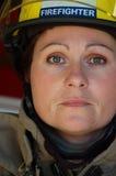 θηλυκός εθελοντής πυρ&omic Στοκ Φωτογραφίες