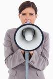 Θηλυκός επιχειρηματίας που φωνάζει μέσω megaphone Στοκ Εικόνες