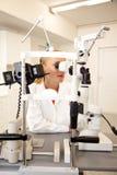 θηλυκός ιατρικός επαγγ&eps στοκ φωτογραφία με δικαίωμα ελεύθερης χρήσης