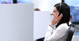 Θηλυκός κεντρικός χειριστής κλήσης που κάνει την εργασία της Στοκ εικόνες με δικαίωμα ελεύθερης χρήσης