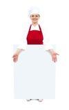 Θηλυκός μάγειρας που εμφανίζει λευκό κενό χαρτόνι αγγελιών Στοκ εικόνα με δικαίωμα ελεύθερης χρήσης