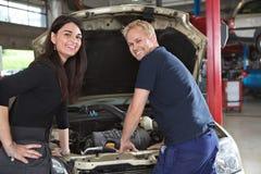 θηλυκός μηχανικός πελατώ&n Στοκ Εικόνα